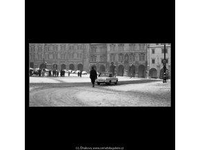 Malostranské náměstí v zimě (2038-2), Praha 1963 zima, černobílý obraz, stará fotografie, prodej