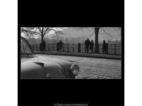 Smetanovo nábřeží (2055-2), žánry - Praha 1963 březen, černobílý obraz, stará fotografie, prodej