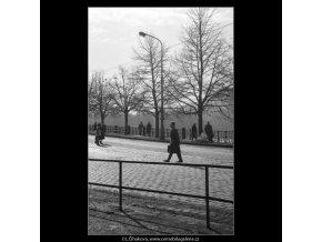 Smetanovo nábřeží (2055-4), žánry - Praha 1963 březen, černobílý obraz, stará fotografie, prodej