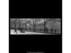 Smetanovo nábřeží (2055-5), žánry - Praha 1963 březen, černobílý obraz, stará fotografie, prodej