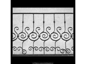 Zábradlí na balkonu (2081-3), Praha 1963 , černobílý obraz, stará fotografie, prodej