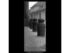 Patníky (2083-1), Praha 1963 duben, černobílý obraz, stará fotografie, prodej