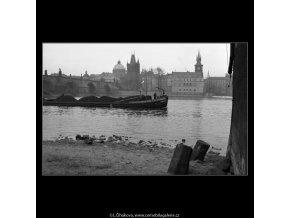 Nákladní loď (2086-1), Praha 1963 duben, černobílý obraz, stará fotografie, prodej