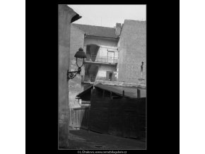 Pavlačový dům (2094-3), Praha 1963 červen, černobílý obraz, stará fotografie, prodej