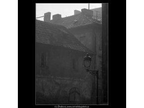 Plynová lampa na rohu (2094-7), Praha 1963 červen, černobílý obraz, stará fotografie, prodej