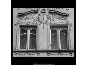 Okna domu U tří stupňů (2095-6), Praha 1964 , černobílý obraz, stará fotografie, prodej