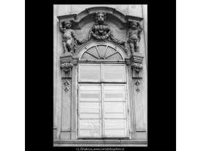 Ozdoby nad oknem (2095-13), Praha 1964 , černobílý obraz, stará fotografie, prodej
