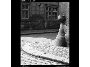 Rohový patník (2120), Praha 1963 , černobílý obraz, stará fotografie, prodej