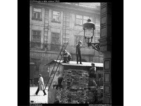 Hrající si děti (2129), žánry - Praha 1963 duben, černobílý obraz, stará fotografie, prodej