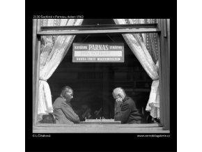 Šachisté v Parnasu (2130), žánry - Praha 1963 duben, černobílý obraz, stará fotografie, prodej