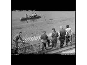 Mládež na náplavce (2117-1), žánry - Praha 1963 duben, černobílý obraz, stará fotografie, prodej