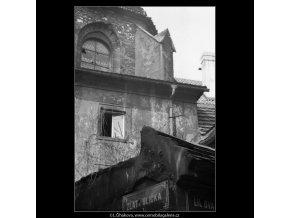 Střechy (2131-2), Praha 1963 duben, černobílý obraz, stará fotografie, prodej