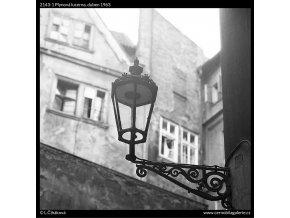 Plynová lucerna (2143-1), Praha 1963 duben, černobílý obraz, stará fotografie, prodej