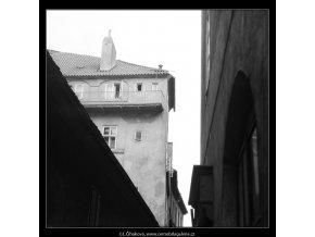 Střechy a zdi (2143-2), Praha 1963 duben, černobílý obraz, stará fotografie, prodej