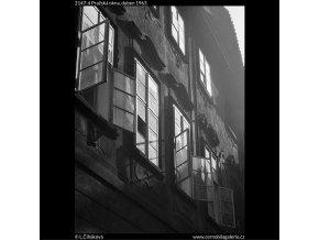 Pražská okna (2147-4), Praha 1963 duben, černobílý obraz, stará fotografie, prodej