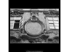 Pražská okna (2147-6), Praha 1963 duben, černobílý obraz, stará fotografie, prodej