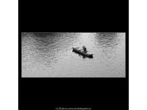 Milenci na loďce (2188-2), žánry - Praha 1963 květen, černobílý obraz, stará fotografie, prodej