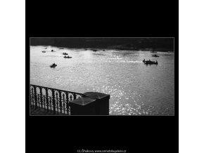 Pohled na Vltavu (2204-2), Praha 1963 květen, černobílý obraz, stará fotografie, prodej