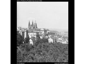 Pohled na Pražský hrad (2221-1), Praha 1963 červen, černobílý obraz, stará fotografie, prodej