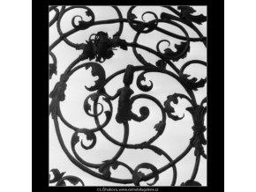 Mřížová vrata (2229-3), Praha 1963 červen, černobílý obraz, stará fotografie, prodej