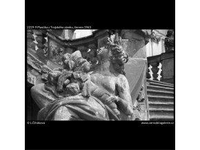 Plastika z Trojského zámku (2229-9), Praha 1963 červen, černobílý obraz, stará fotografie, prodej