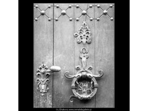 Zámek na dveřích (2241-1), Praha 1963 červen, černobílý obraz, stará fotografie, prodej