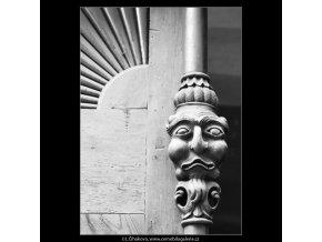 Ozdoba na dveřích (2242-2), Praha 1964 , černobílý obraz, stará fotografie, prodej