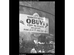 Starý firemní nápis (2243-4), žánry - Praha 1963 červen, černobílý obraz, stará fotografie, prodej