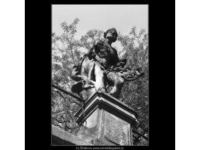 Plastika z Vrtbovské zahrady (2268-1), Praha 1963 červen, černobílý obraz, stará fotografie, prodej