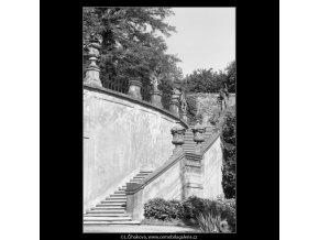 Schodiště ve Vrtbovské zahradě (2268-2), Praha 1963 červen, černobílý obraz, stará fotografie, prodej