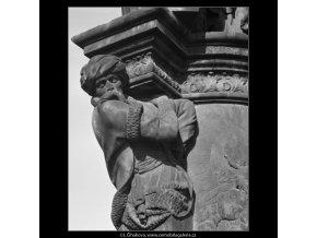 Plastika z Karlova mostu (2271-2), Praha 1963 srpen, černobílý obraz, stará fotografie, prodej
