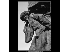 Plastika z Karlova mostu (2271-4), Praha 1963 srpen, černobílý obraz, stará fotografie, prodej