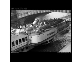 Parník (2274-2), žánry - Praha 1963 červen, černobílý obraz, stará fotografie, prodej