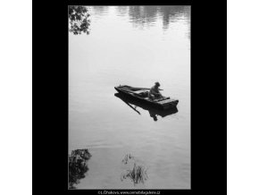 Rybář s dýmkou (2280), žánry - Praha 1963 červen, černobílý obraz, stará fotografie, prodej
