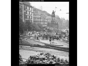Oprava tram kolejí (2309-1), žánry - Praha 1963 červenec, černobílý obraz, stará fotografie, prodej