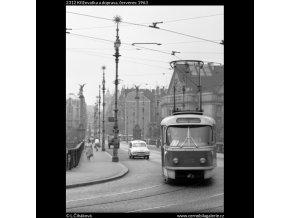Křižovatka a doprava (2312), Praha 1963 červenec, černobílý obraz, stará fotografie, prodej