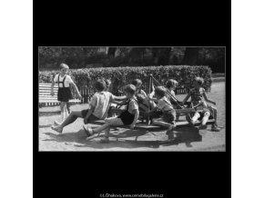 Dětský kolotoč (2316-1), žánry - Praha 1963 červenec, černobílý obraz, stará fotografie, prodej