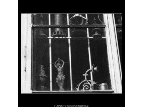 Výloha starých předmětů (2317), žánry - Praha 1963 , černobílý obraz, stará fotografie, prodej