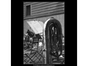 Hudební nástroje bez hráčů (2392-4), žánry - Praha 1963 září, černobílý obraz, stará fotografie, prodej