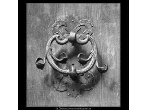Klepadlo na dveřích (2421-1), Praha 1963 září, černobílý obraz, stará fotografie, prodej