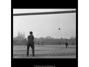 Na Letenské pláni (2427-1), žánry - Praha 1963 září, černobílý obraz, stará fotografie, prodej