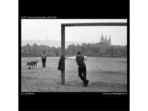 Na Letenské pláni (2427-2), žánry - Praha 1963 září, černobílý obraz, stará fotografie, prodej