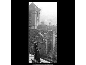 Pražské střechy (2445-1), Praha 1963 září, černobílý obraz, stará fotografie, prodej