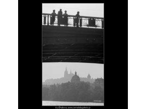Hrad v oblouku (2470), Praha 1963 září, černobílý obraz, stará fotografie, prodej