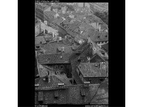 Střechy (2482-4), Praha 1963 září, černobílý obraz, stará fotografie, prodej