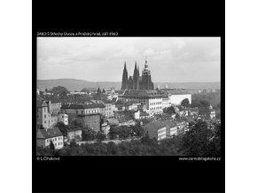 Střechy Úvozu a Pražský hrad (2483-5), Praha 1963 září, černobílý obraz, stará fotografie, prodej