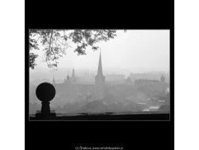 Koule na zídce (2515-2), Praha 1963 říjen, černobílý obraz, stará fotografie, prodej