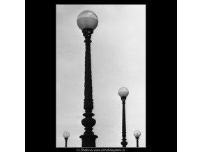Kopule lamp (2541), Praha 1963 září, černobílý obraz, stará fotografie, prodej