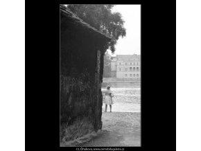 Na náplavce (2554), žánry - Praha 1963 , černobílý obraz, stará fotografie, prodej