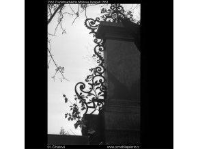 Z vyšehradského hřbitova (2562), Praha 1963 listopad, černobílý obraz, stará fotografie, prodej
